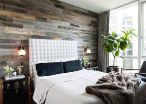 Accent wall - living look bigger