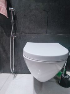 Toilet seat lid close for toilet hygiene purpose
